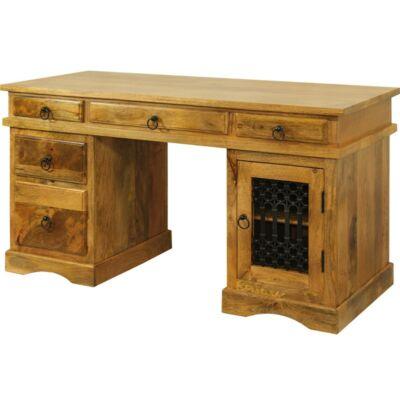 Iiicz íróasztal.